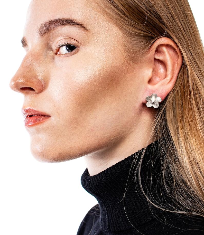 modern earrings botanical earrings silver jewelry for woman birthday gift for her flowers silver stud earrings delicate simply jeweller