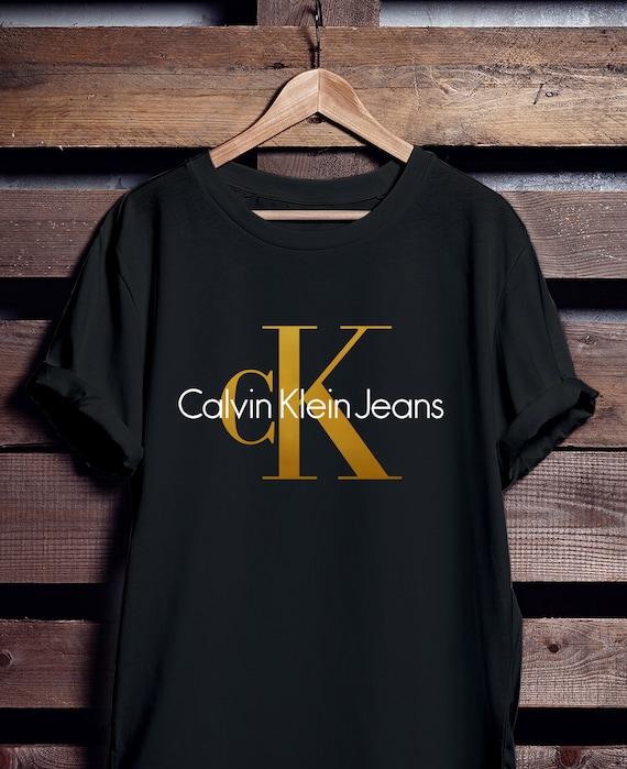 Calvin Klein Jeans T Shirt, Calvin Klein chemise, feuille d or de chemise CK,  ... f063ff54ecf8
