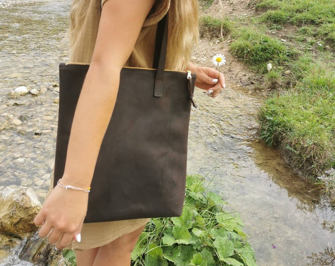 Brown leather shopper = brown leather bag = large leather tote / shoulder bag = brown leather bag = chestnut leather tote = minimal