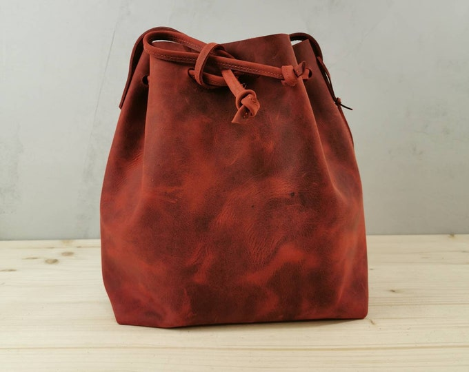 Bucket Bag Leather / Leather Bucket Bag / Red Leather Bag / Bucketbag in Pull up Leather / tumblr
