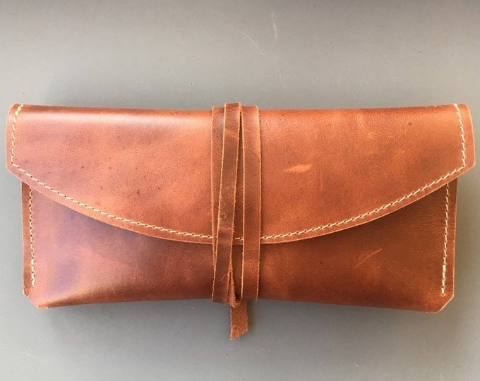 Leather glasses case//leather case//leather sunglasses case//leather clutch//classy//minimal/brown
