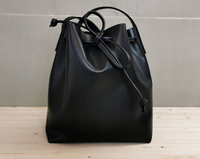 Leather Bucket Bag / Black Leather Bag / Black Shoulder Bag / Bucketbag / minimal