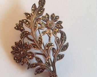Beautiful vintage sterling silver & marcasite floral spray brooch