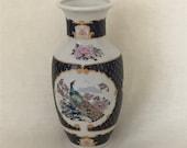Japanese Imari hand painted peacocks vase - 16 cm high