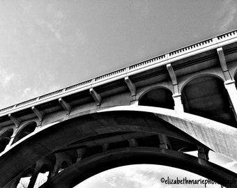 Bridge black and white magnet