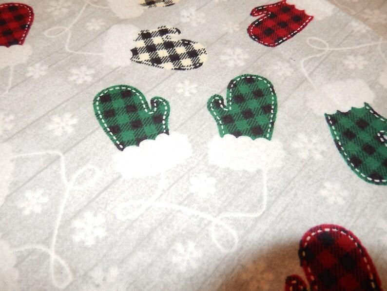 Buffalo Plaid mittens Christmas Tree skirt