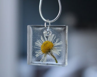 Silver necklace with daisy resin Pendant
