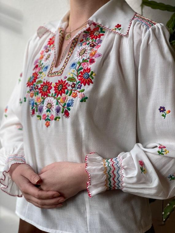 Vintage 1970s Embroidered Flower blouse