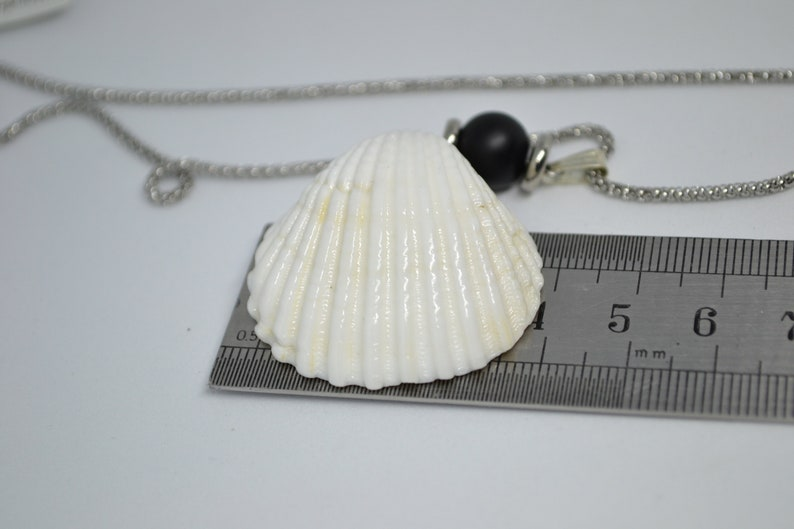 60 cm silver color necklaces /& earring hooks with a unique seashell white colors pendant Beho Jewellery Nu/_542,