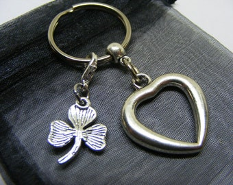 Love Heart & Irish Shamrock Charm Keyring With Gift Bag - UK Seller (NC)