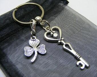Heart Key & Irish Shamrock Charm Keyring With Gift Bag - UK Seller (NC)