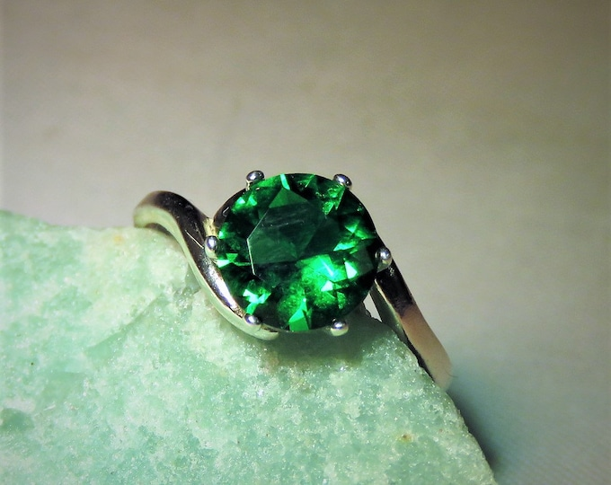 Topaz. Green. Emerald Green Round 8mm Topaz Gem, Eye Clear; Near Flawless; Set in Sterling Silver. Looks Like A Columbian Emerald!!