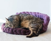 Chunky Wool Cat Bed with Back Support Aubergine Purple, Knitted Pet Bed, Ped bedding, Purple Cat Cushion, Woolen Cat Pillow, Cat Lover Gift