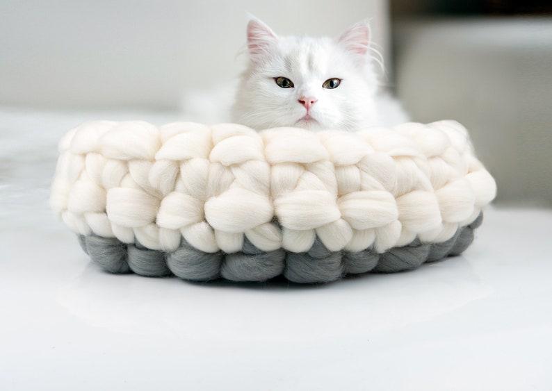 White Grey Round Cat Basket Super soft Chunky Cat Bed Merino image 0
