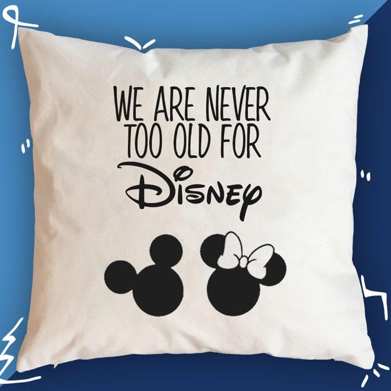 Nie Zu Alt Für Disney Geschenk Für Disney Liebhaber Geschenk Etsy
