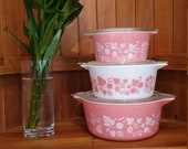 Vintage US Pyrex Pink Gooseberry Set Of Three Nesting Casserole Dishes And Lids HTF 1957