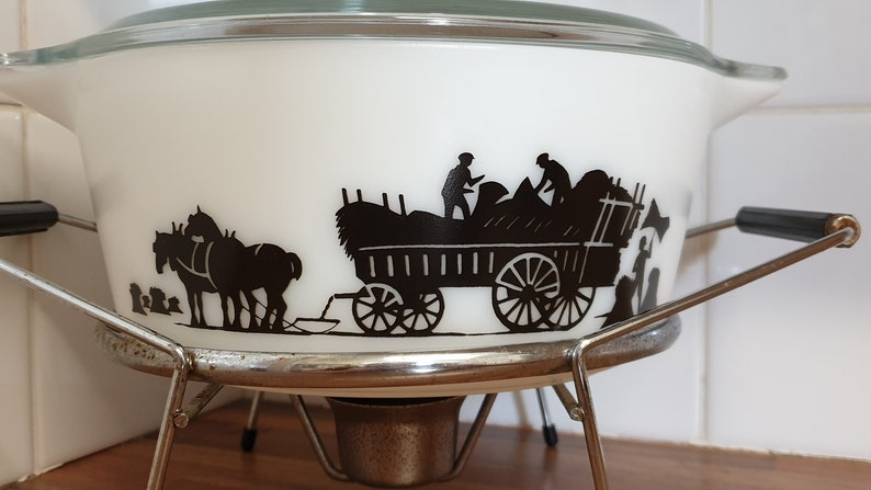 Vintage JAJ Pyrex Harvest Silhouette Or Haymaker 4.5PT Round Casserole With Lid And Stand HTF 1967