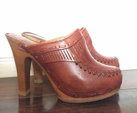 Grandeur rust color 1970's vintage mule clog with