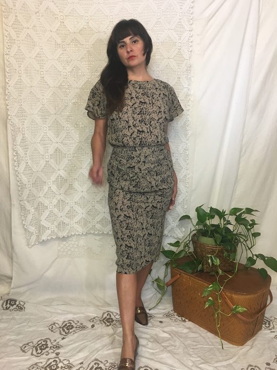 1980's does the 40's fitted abstract print dress