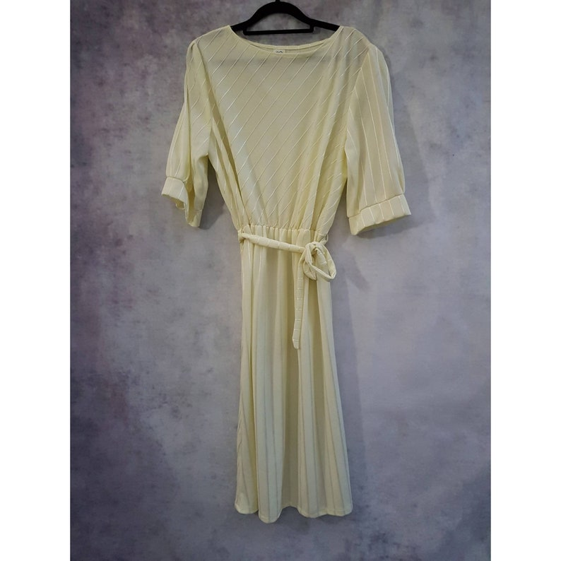 Plus Size UK 20 Vintage Pale Lemon Yellow Striped Embroidered Tie Belted Fit and Flare Puff Sleeve Tea Dress