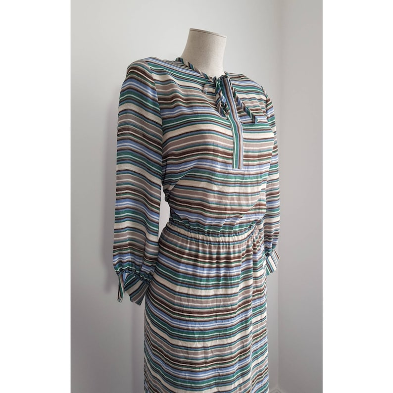 Size Large Vintage 1970s Striped Green and Beige Multicoloured Kitten Bow Neck Tie Elasticated Waist Dress