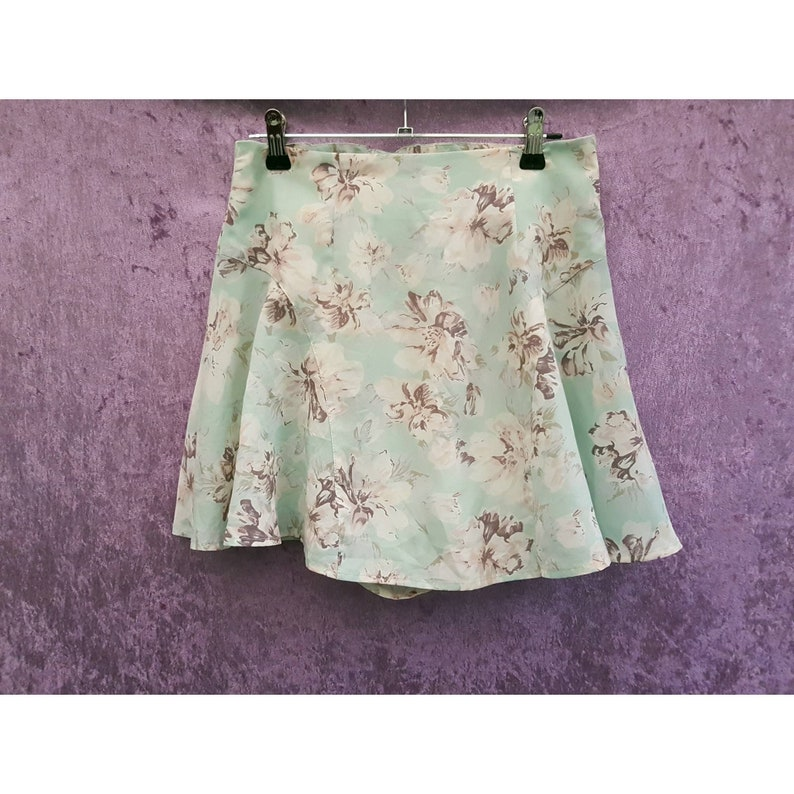 Vintage Miia High Waist Mint Green Floral Print Short Lined image 0