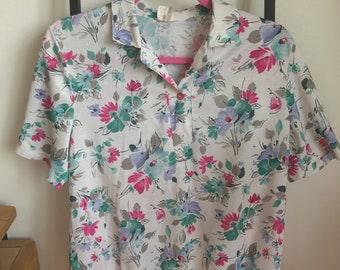 1980s floral, collared t-shirt