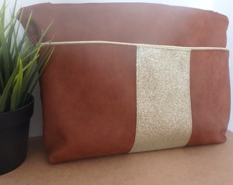 Clutch bag in caramel and gold faux leather / chic clutch bag