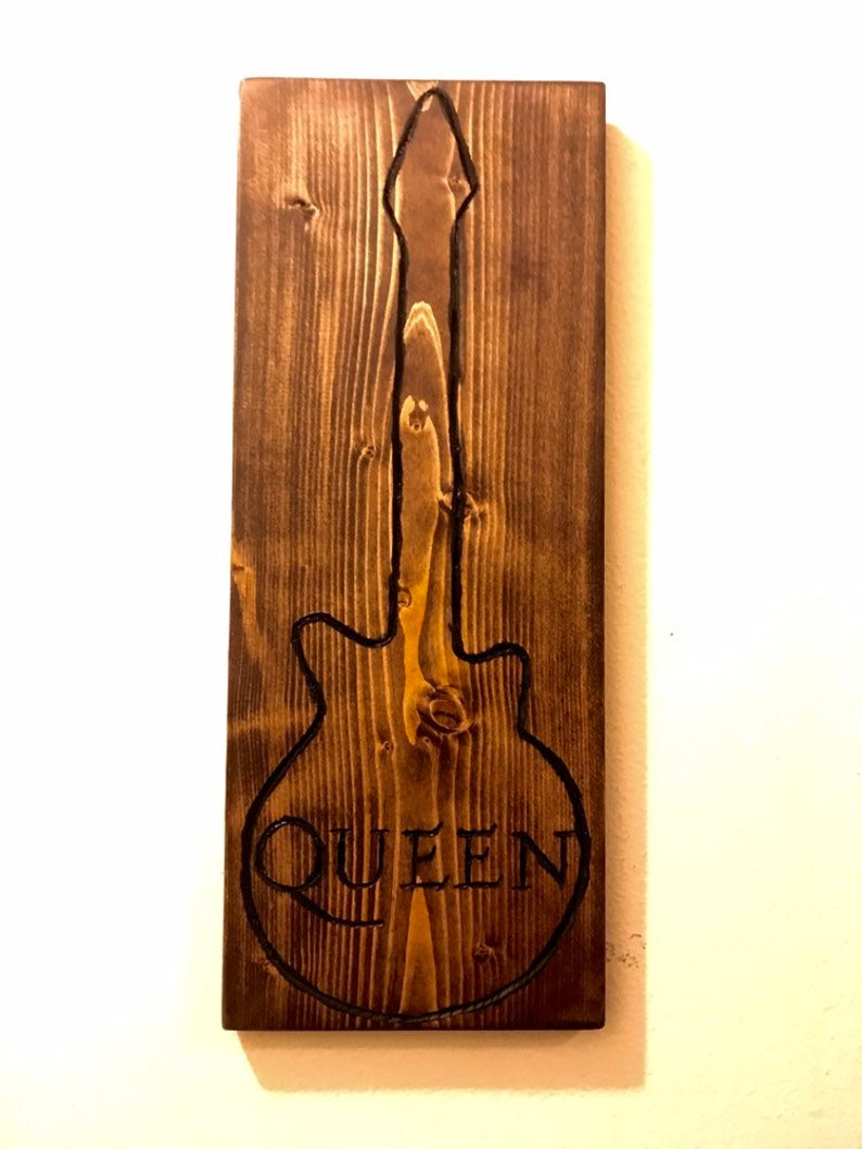 La Reine Décoration Murale Art De La Guitare Gravé Reine Etsy