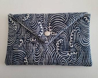 Padded envelope clutch