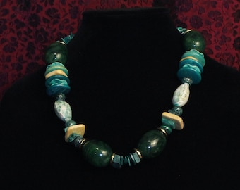 Coconut wood, shell and malachite necklace