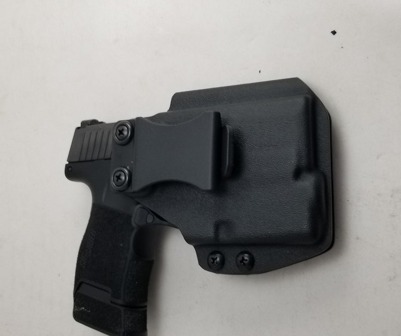 Sig p365 IWB holster with streamlight tlr-6