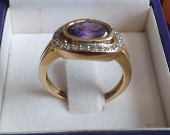 Beautiful 14k gold ring with 24 diamonds and 1 large amethyst.