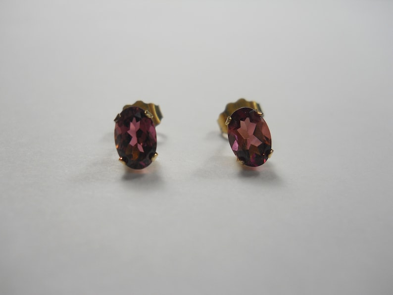 Cranberry Zandrite Color Changing 6x4mm Oval Cut 14K Gold Stud Earrings