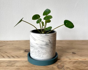 Small white marbled plant pot with navy tray