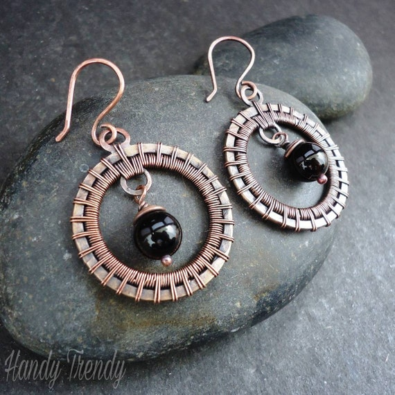 textured wire Copper and onyx dangle earrings handmade textured wire dangle earrings onyx statement earring bare copper wire earrings