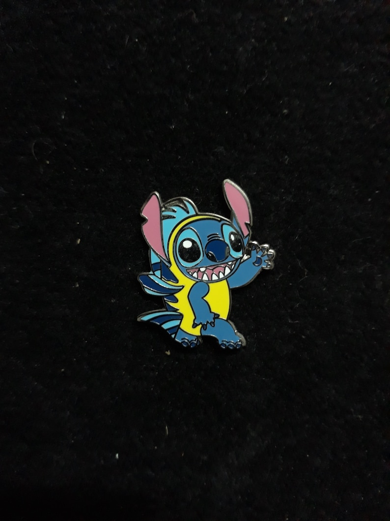 Pin Disney Fantasy Stitch as Flounder from Ariel Little image 0