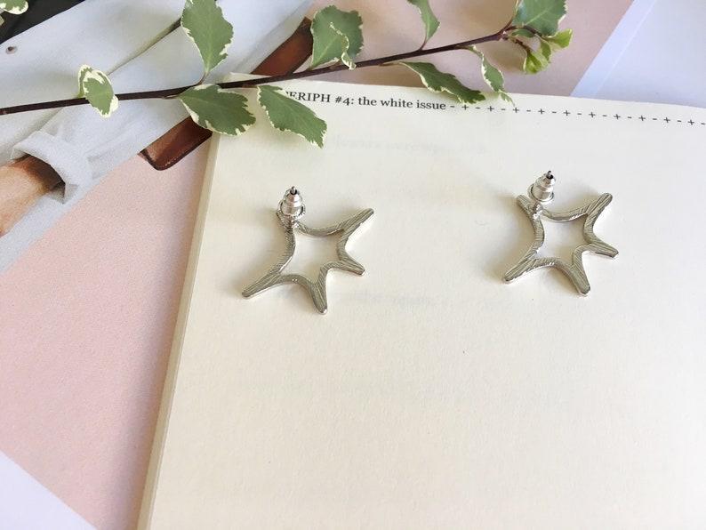 gold or silver kapow earrings cute minimalist earrings shooting star earrings star stud earrings