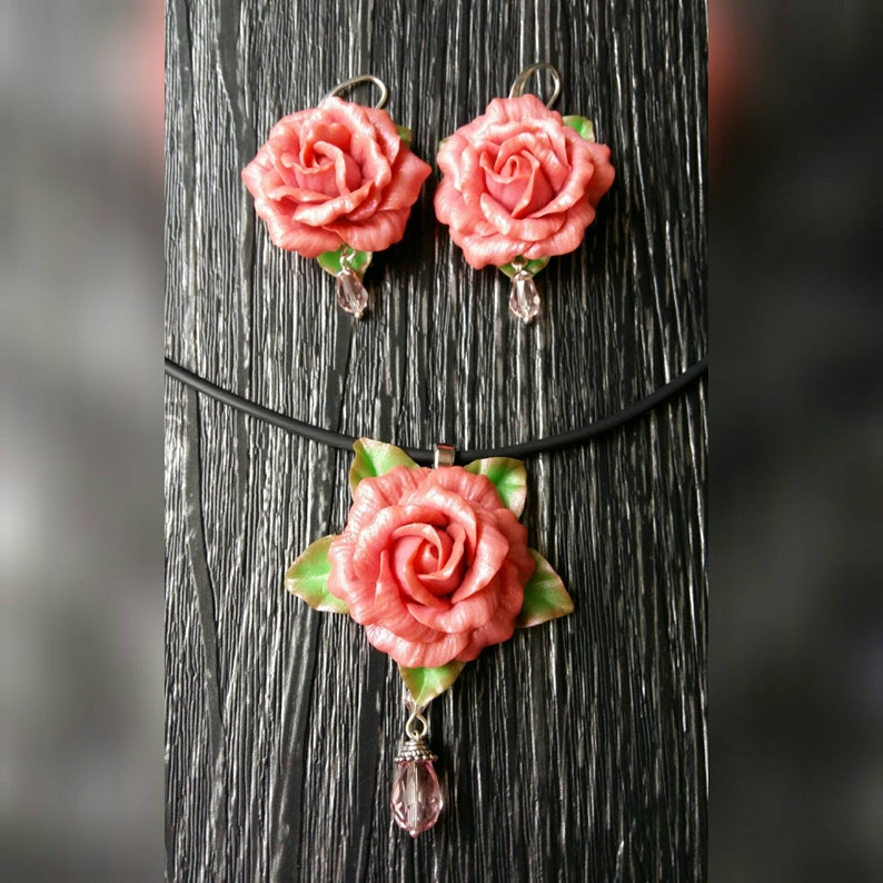 Pink rose set jewelry Clay roses set Floral jewelry Delicate mom gift Rose set earrings and necklace Roses for polymer clay Pink wedding set