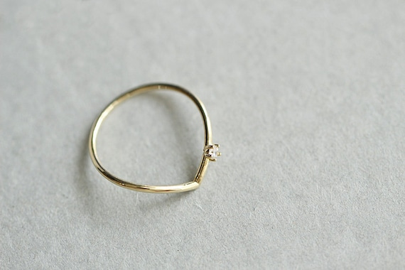 Dainty Gold Ring 9k Solid Gold Crystal Ring V Shape Minimalist Simple Stacking Ring Statement Solitaire Ring chic engagement proposal