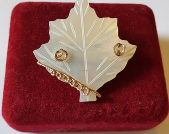 A lovely vintage mother of pearl leaf brooch with gold braid.