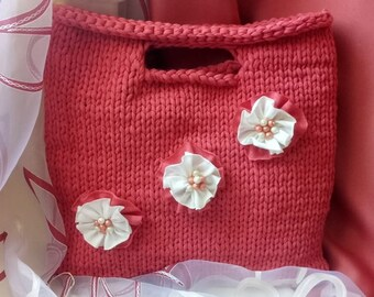 Women's knitted bag. Fashionable handmade bag.