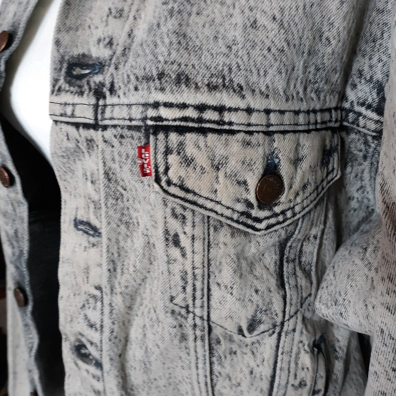 1980s Levi/'s Acid Washed Black Denim Jacket Large Men Women Made in USA Rocker Clothes Retro Fashion Jeans