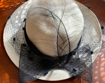 Vintage Women's Creme Wide Brim Round Black Feather Bow Veil Lightweight Canvas Hat L
