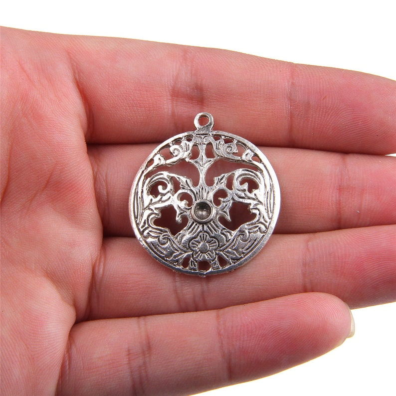 30 pcs ancient silver The Snowflake alloy Jewelry finding charm pendant