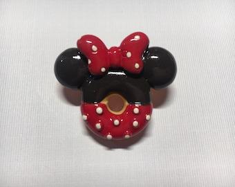 Minnie brooch pin