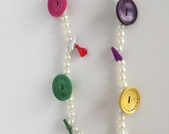 Lively and whimsical necklace