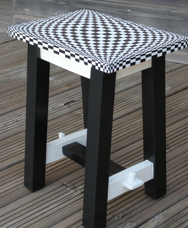 Taburete pequeño tablero de ajedrez en trompe l'oeil