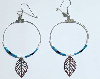 Hoop earrings in brass with glass beads and silver leaf