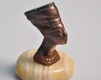 "eb3097 Nefertiti Bronze Bust Sculpture On Marble Base Paperweight Bookshelf Figurine Vintage 4.25"" Tall With a 2-5/8"" Diameter Base"